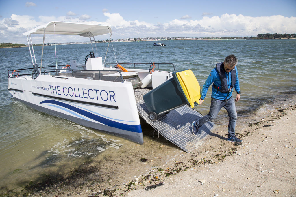collector plastique race for water déchets